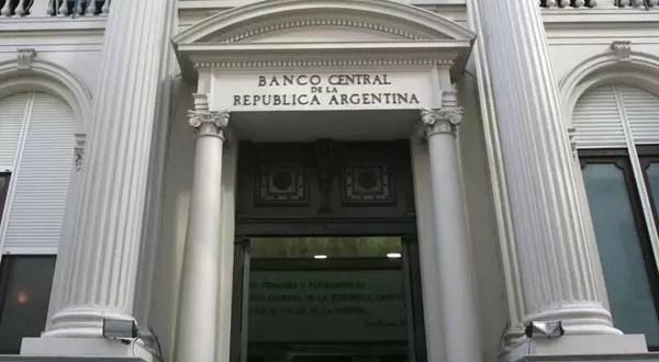 ¿A quiénes intima el Banco Central?
