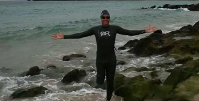 Nadador con una pierna amputada cruza el Golfo de Panamá