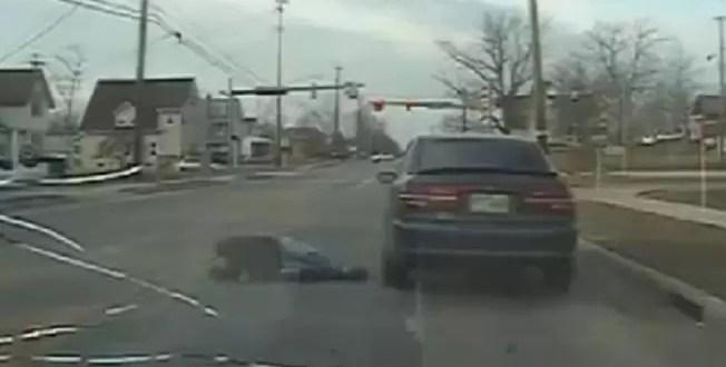 Insólito: Lo paran por infracción y tirotea a móvil policial - Video