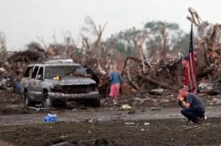 Son 24 los muertos en Oklahoma por tornado
