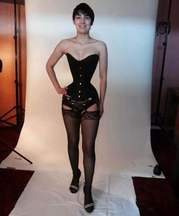 Fotos de la mujer con la cintura de 40 centímetros