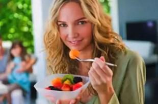 Qué frutas comer con moderación y cuáles no