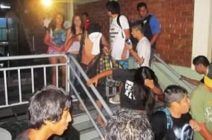 Polémico sorteo en Perú: rifan quinceañeras - Video