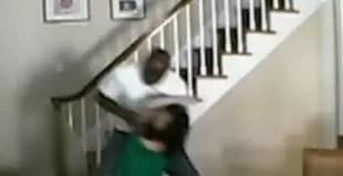 Video fuerte: robo y brutal golpiza a una mujer