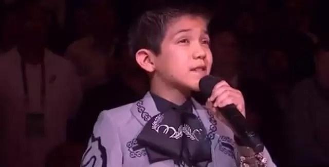 Ira en Estados Unidos por niño latino que canta el himno nacional - Video