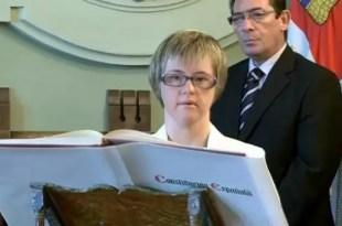 Video emocionante: Mujer con síndrome de Down asume como concejal