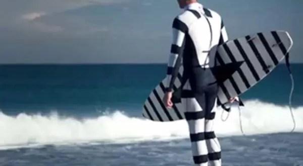 Video: Traje de surfista que repele tiburones