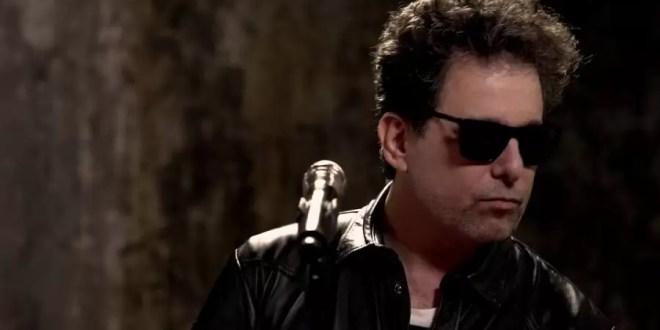 Luego de años lejos del país, Andrés Calamaro regresa a la Argentina para presentar su nuevo disco.