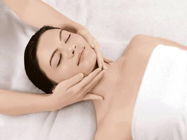 URUTAN dan rawatan wajah yang dibelai dengan jari-jemari memberikan kesan optimum.