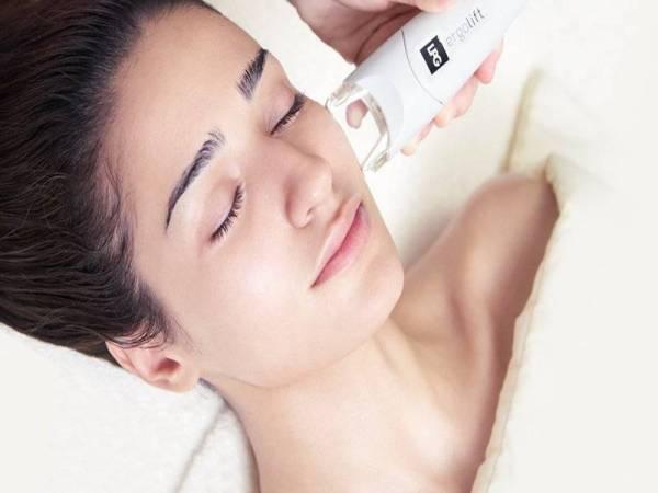 Mesin LPG Endermologie membantu meningkatkan asid hyaluronic endogen bagi meremajakan kulit wajah.