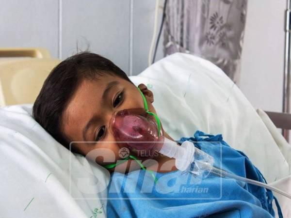 SEGERA bawa anak ke hospital apabila demam tinggi berturut-turut.