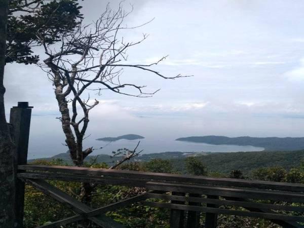 PEMANDANGAN sungguh indah di tapak Menara Kayangan.
