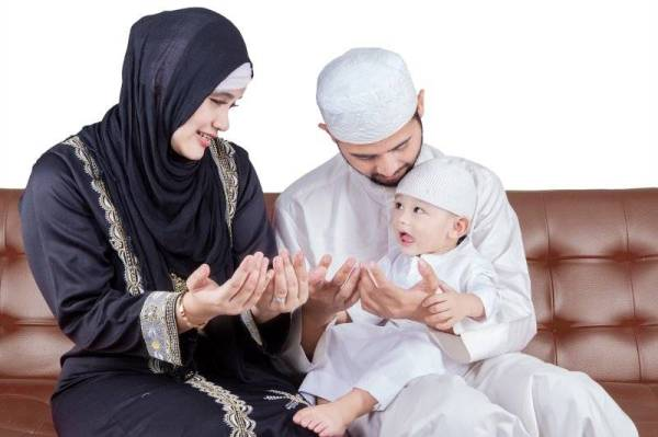 IBU bapa perlu mendidik anak mereka supaya sentiasa memohon dan berdoalah kepada ALLAH SWT sejak dari kecil.