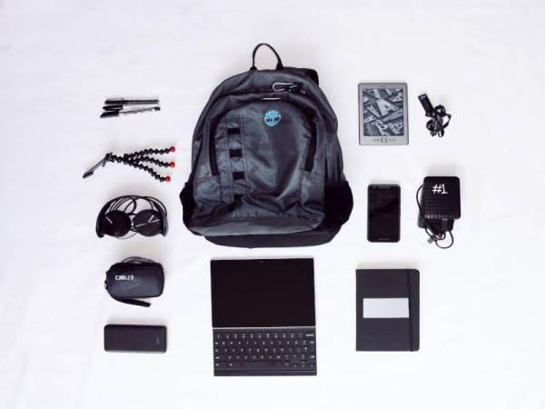 KOMPARTMEN beg ransel yang besar dan boleh memuatkan kesemua item peribadi seperti peranti elektronik, bekal makanan atau pakaian ke gimnasium.