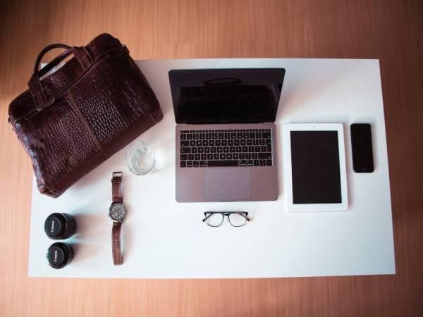 PILIHAN beg tangan lelaki yang direka khas untuk gaya stailo menarik tanpa meminggirkan item penting seperti notepad, komputer riba dan aksesori peribadi lain.