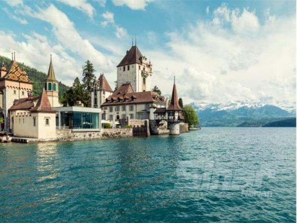 SWITZERLAND negara megah yang berjaya menduduki carta teratas negara paling bersih di dunia.