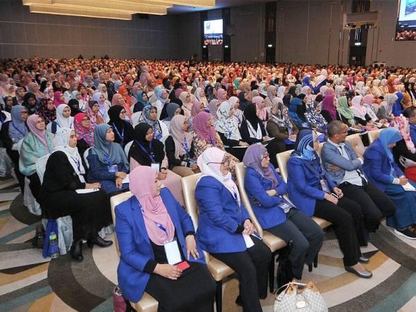 Lebih 2,000 peserta mengambil bahagian pada Mega Seminar Magnet Rezeki Reset Minda anjuran Syakirin Souls Transformation (SST) di Bangi Aveneu Convention Centre semalam. - FOTO ROSLI TALIB