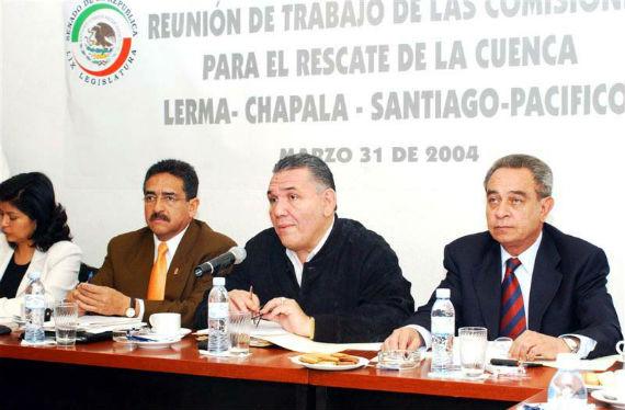 Gómez Flores (centro), en 2004, en su etapa como Senador por el PRI. Foto: Cuartoscuro