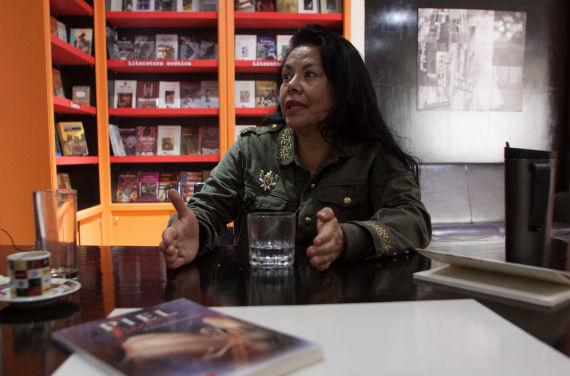 """Josefina Estrada presenta """"Piel bandida"""", libro de cuentos publicado por Cal & Arena. Foto: Antonio Cruz, SinEmbargo"""
