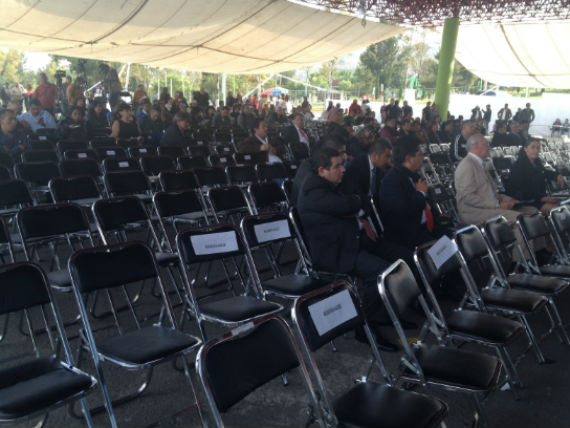 Al finalizar el evento, había menos de una cuarta parte de los asistentes. El Frente de Pueblos en Defensa de la Tierra denunció que entre el público había policías vestido de civil. Foto: Mayela Sánchez, SinEmbargo