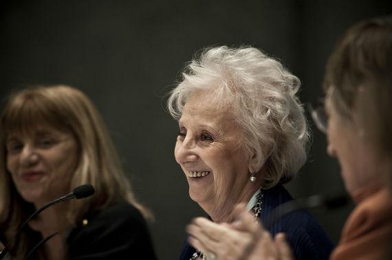 Estela de Carlotto, imparable en la FIL, reiteró una y otra vez su solidaridad con las familias de los 43. Foto: FIL