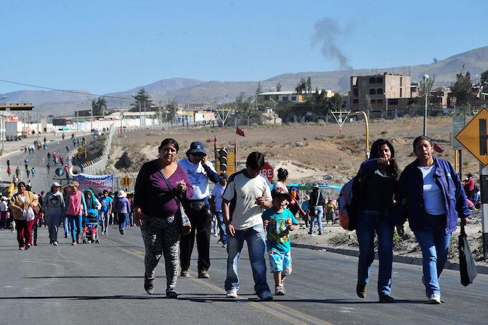 En Perú, no cesan las protestas contra el proyecto minero Tía María de Grupo México. Foto: EFE