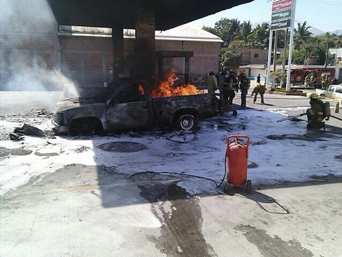 Gasolinera incendiada durante ataque coordinado en Jalisco Foto: Cuartoscuro