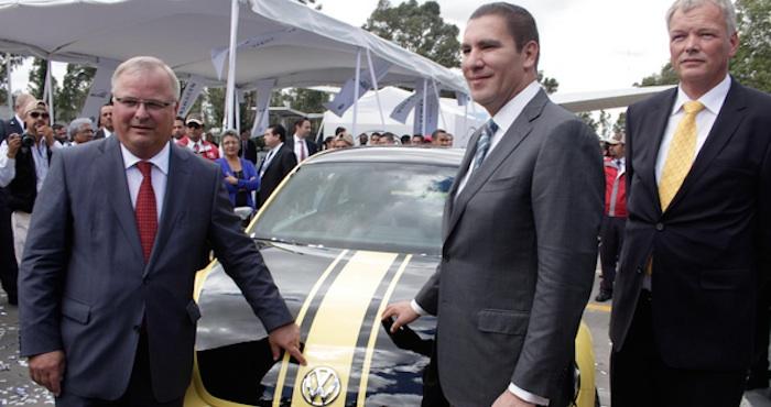 Andreas Hinrichs, Presidente del Consejo Ejecutivo de Volkswagen de México y Rafael Moreno Valle, Gobernador del estado. Foto: Cuartoscuro.