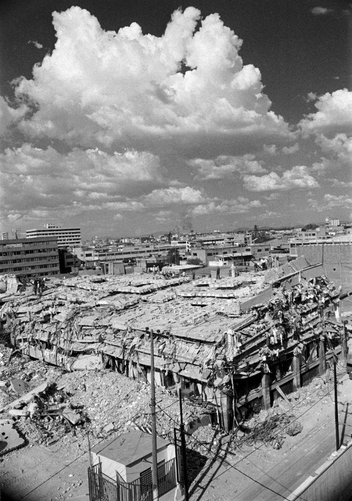 Lo que el sismo del 85 dejó de uno de los talleres de costura en la capital del país. Foto: Cuartoscuro