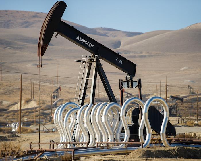 El fracking o fractura hidráhulica del suelo, por la que a través de la inyección de miles de litros de agua se extraen hidrocarburos, es la causa de que pobladores indígenas comiencen a ser desplazados de sus terrenos. Foto: Shutterstock