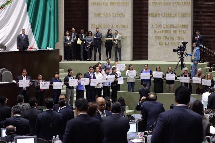 Los legisladores de Morena incluso se manfiestaron en contra del PEF 2016 durante la discusión de esta madrugada en la Cámara de Diputados. Foto: Francisco Cañedo, SinEmbargo