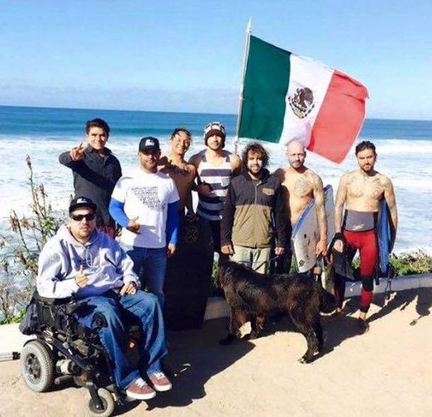 Los participantes del homenaje en Tijuana, Baja California Foto: Facebook Federación Mexicana de Surfing.