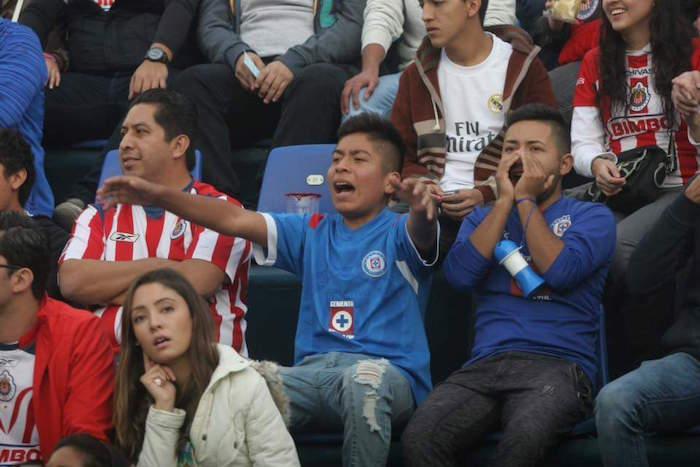 Los seguidores del Cruz Azul sufrieron más por las fallas de su equipo que por los aciertos de los rojiblancos. Foto: Valentina López, SinEmbargo