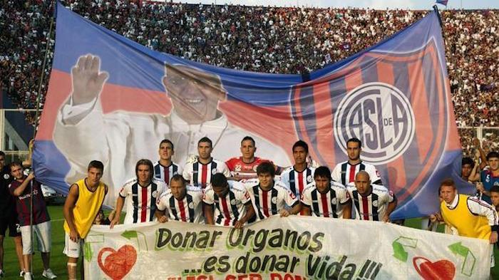 El vínculo entre Francisco I y el San Lorenzo de Almagro no la oculta ni el club ni el Sumo Pontífice. Foto: EFE
