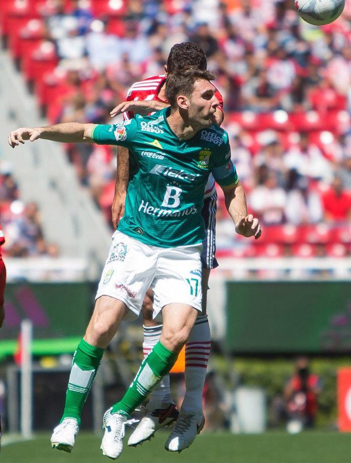 El capitán del León aprovechó el error del meta de Chivas. Foto: @clubleonfc