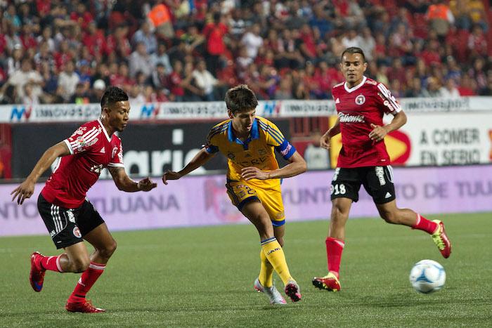 El joven carrilero de los Tigres confirmó que ha tenido pláticas con el club francés. Foto: Cuartoscuro