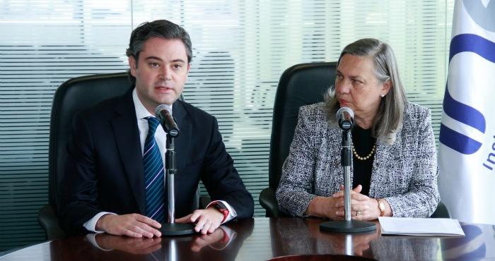 Aurelio Nuño, Secretario de Educación Pública, y Sylvia Irene Schmelkes del Valle, titular del INEE. Foto: Cuartoscuro/Archivo