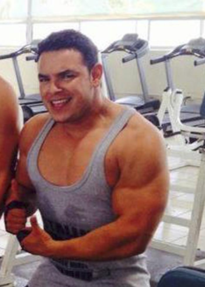 Rafael Portillo abrió su gimnasio en 2011, desde entonces publica constantemente fotografías de su negocio para promoverlo entre sus amigos y pasa todo su tiempo atendiéndolo. Foto: Central.