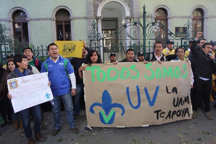 Los alumnos exigieron que el Gobernador Javier Duarte pague el adeudo a la UV. Foto: Luis Barrón, SinEmbargo