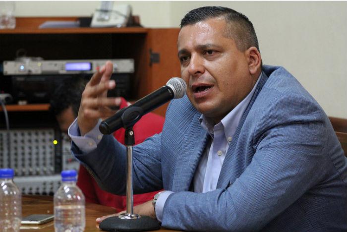 Ignacio Mendoza, abogado de Mireles, aseguró que en todo momento el Gobierno permitió a los autodefensas el uso de armas. Foto: Especial