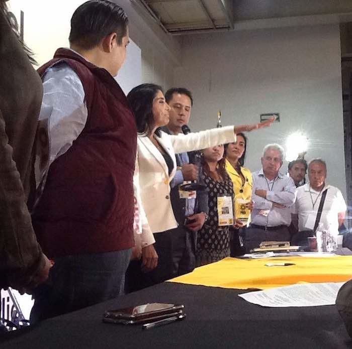 En la imagen, Barrales toma protesta como presidenta del PRD ante el Consejo. Foto: Twitter [@PRDMexico].