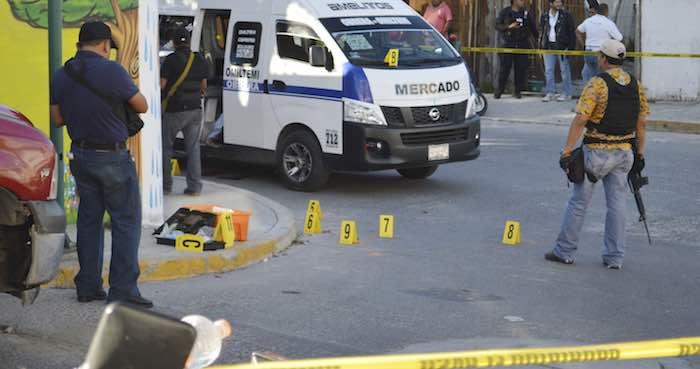 En Chilpancingo, Guerrero, un hombre que viajaba en una Urvan del servicio público local fue asesinado al interior de la unidad. Foto: Archivo Cuartoscuro.