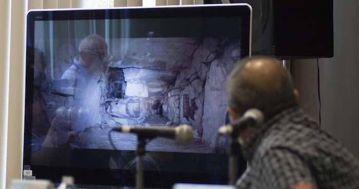 El arqueólogo Arnoldo González Cruz; Diego Prieto, secretario técnico del INAH, y Pedro Francisco Sánchez Nava, coordinador de arqueología del INAH, ofrecieron una conferencia de prensa. Foto: Cuartoscuro.