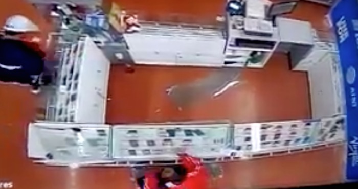 walmart - Autoridades de Edomex localizan camioneta usada en el robo a un supermercado de Tecámac