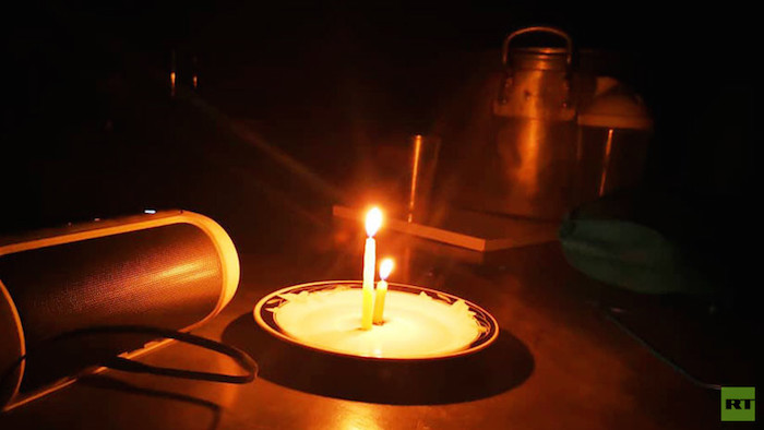 apagon velas - El Gobierno de Maduro pide calma tras tres días del apagón en Venezuela