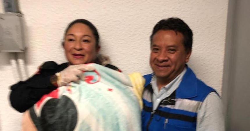 d7mdps vuaazuqu 1 - Una mujer da a luz en un taxi de Zinacantepec, Edomex; la madre y el bebé se reportan estables