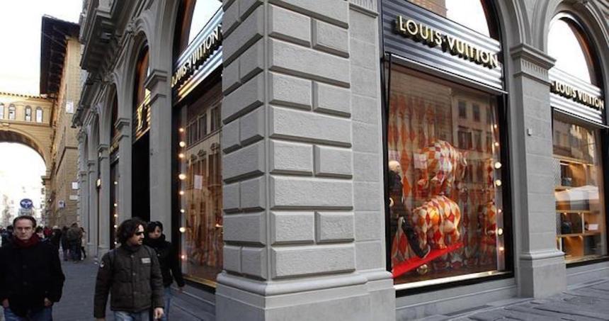 louis vuitton plagio - Versace se disculpa con China por la venta de una camiseta donde nombró a ciudades como países