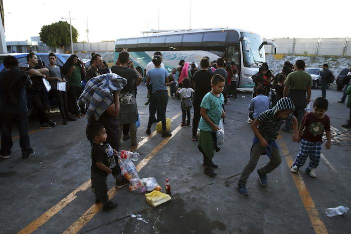 """migrantes tres - """"Nos han dejado aquí tirados"""", dicen migrantes devueltos de EU y abandonados en Monterrey"""