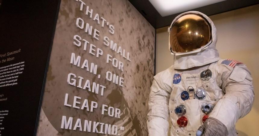 neilarmstrong - NASA recrea con imágenes reales cómo pudo ver Armstrong la llegada del Apolo 11 a la Luna (VIDEO)