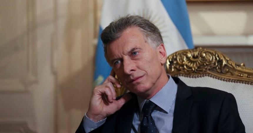 macri ap 1 - La moneda argentina se devalúa: dólar sube a 61 pesos; el riesgo país se dispara a un nivel récord